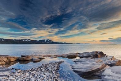 Thor-Arthur-Didriksen_Troms-og-Finnmark_Himmelblå-–-Ut-mot-havet